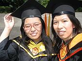 20070622 碩士服拍拍拍 (李昀 & NCU_Math):好室友再來一張吧