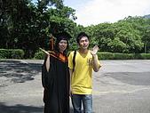 20070622 碩士服拍拍拍 (李昀 & NCU_Math):怎麼我們每次照的動作都一樣阿Orz