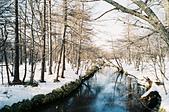 [Film 35] 湯湖溫泉+湯滝+戰場之原_2017年03月21日:天好藍、雪好白,湛藍的河水裡有倒影。 @戰場之原