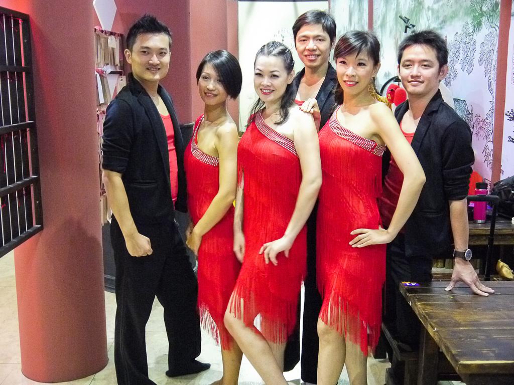 2014-10-18_Salsa表演 @大唐溫泉:Salsa表演團。六個人終於齊聚,卻已經到了表演當天~XD