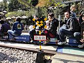 2011年01月生活:0101_我其實只是想照小火車,照片裡的人都不認識阿~