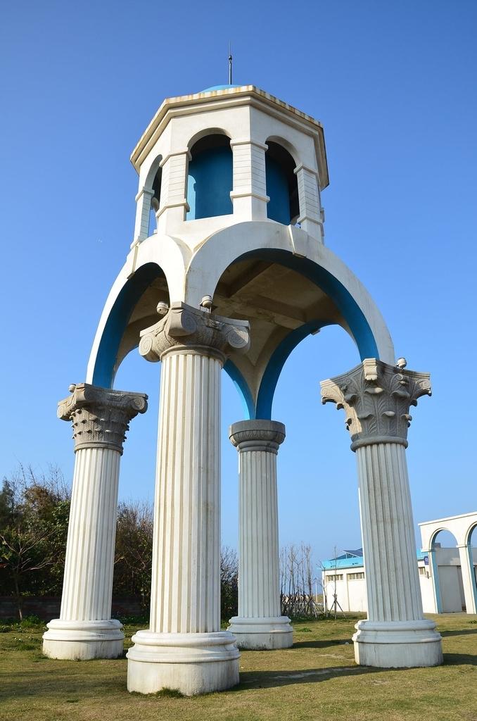 2011年02月_農曆新年(兔年):[初五] 水塔,四根柱子的設計都不同喔!
