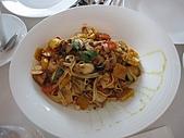 伶渝婉筠生日慶@ BELLAVITA:我們點的蕃茄蔬菜義大利麵 單點$420大洋_ 頗貴
