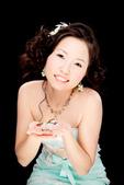 小汞&小夢婚紗照:棚內第二套--蘋果綠晚禮服(小夢獨照一)