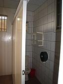 [住宿] 新竹橫山 欣柏元民宿:樓梯間的廁所