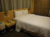 """[住宿] 台北 璽愛旅館:大大的床 旁邊還有除濕機@""""@"""