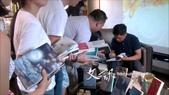 上海交流座談:【衡山˙和集書店:生活經驗與創作題材】會後吳明益簽書