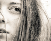 網誌用的圖片:女人半臉.jpg