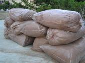 OKㄝ鮮Q綠蘆筍園四08.13:製椰床後殘餘之椰纖屑.JPG