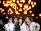 kelly同事的照片:2004平溪會場的天燈